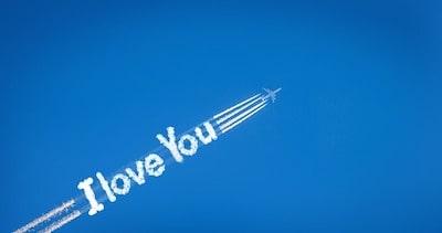 come-regalare-una-scritta-in-cielo-con-aereo