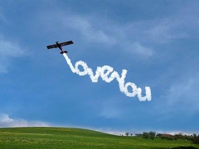 scritta-in-cielo-con-aereo